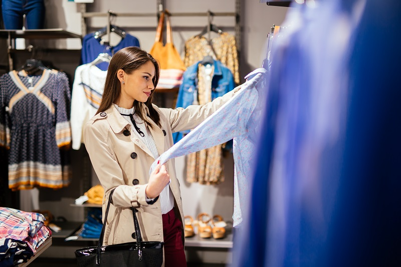 Trendy modowe jesień-zima 2020 dla kobiet. Co trzeba mieć w swojej szafie?