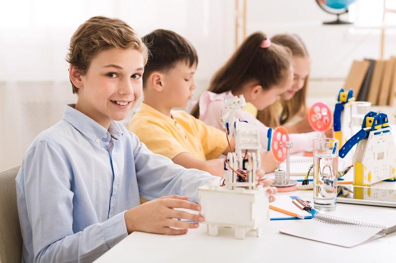 Jak zabawkowe laboratorium chemiczne obudzi w Twoim dziecku naukowca?