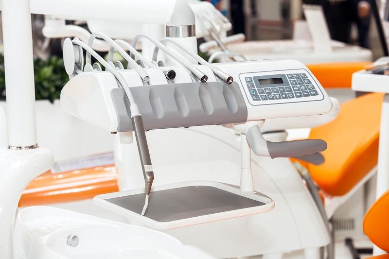 Kątnica stomatologiczna- podstawowe narzędzie używane w zawodzie dentysty