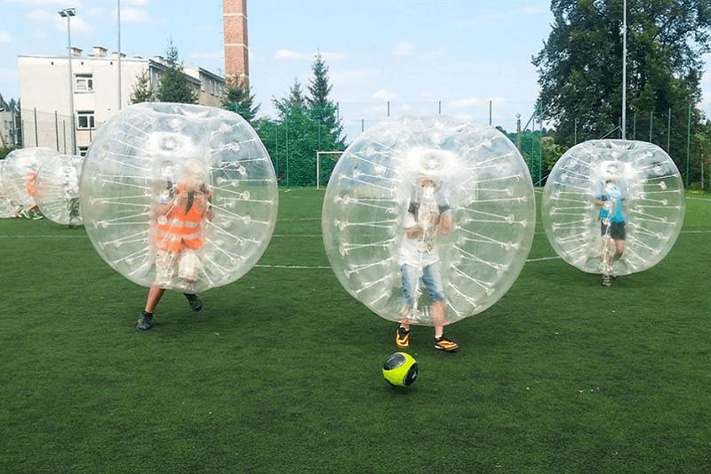 Bumper Ball – na czym polega zabawa, którą pokochali dorośli i dzieci?