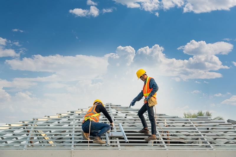 Pokrycia dachowe Warszawa – jak wybrać odpowiedni materiał podczas budowy domu?