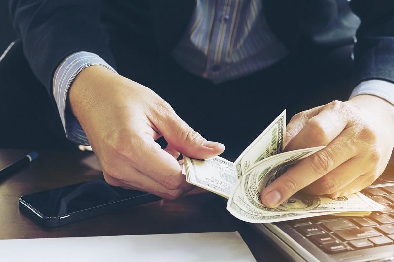 Jak uzyskać zwrot prowizji w banku?
